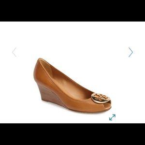 Tory Burch tan peep toe sally wedge sz 6.5 shoe